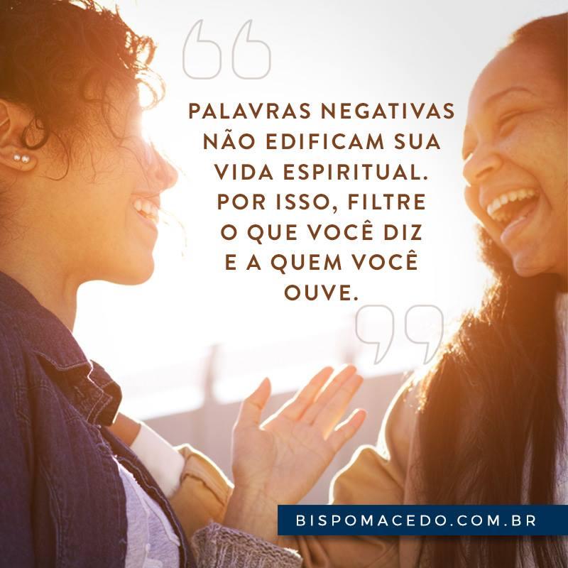 Duas Mulheres Sorridentes Conversando Bispo Edir Macedo