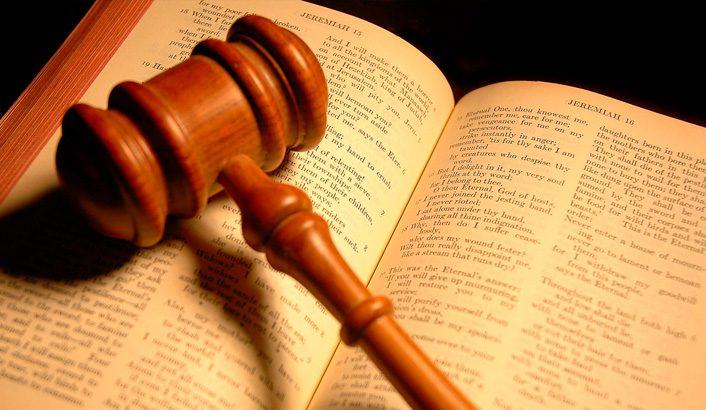 Testemunha diante do Trono de Justiça